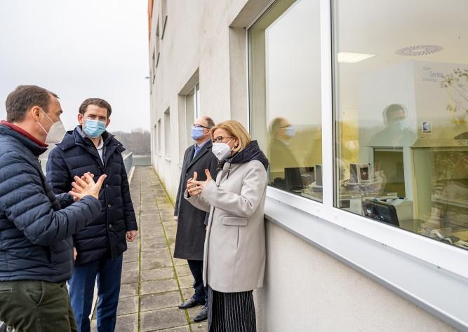 LH Johanna Mikl-Leitner und BK Sebastian Kurz bei Polymun Scientific: Impfung ist ein Schritt in Richtung Normalität