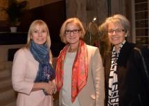 Niederösterreich wurde von Europäischen Kommission ausgezeichnet: EU-Kommissarin Elżbieta Bieńkowska, Landeshauptfrau Johanna Mikl-Leitner, Wirtschaftslandesrätin Petra Bohuslav (v.l.n.r.)