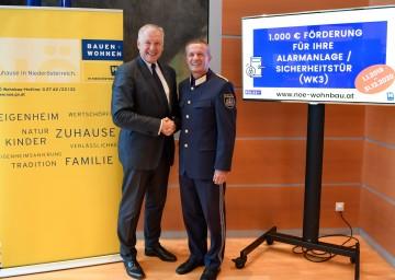 Wohnbau-Landesrat Martin Eichtinger und Landespolizeidirektor-Stellvertreter Generalmajor Franz Popp bei der Präsentation der neuen Förderung.