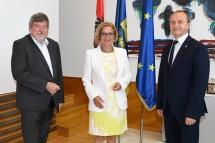 Landeshauptfrau Johanna Mikl-Leitner (m.) mit Konrad Kogler (Vorstand der Landesgesundheitsagentur, r.) und Peter Maschat (Vorsitzender des Zentralbetriebsrates.
