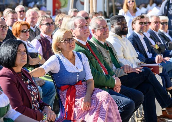 LH Mikl-Leitner eröffnete neuen Hauptplatz in Lanzenkirchen